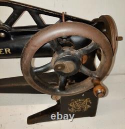 1949 Singer 29K62 Long Arm Leather cobbler Industrial sewing machine EF101451