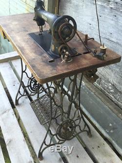 Antique Industrial Singer Sewing Machine 31-15 c. 1936 Electric w Knee Control