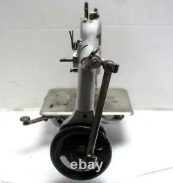 Antique SINGER 24-13 Chainstitch 1-Needle 1-Thread Industrial Sewing Machine