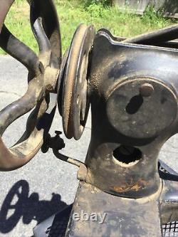 Antique Singer 29-4 Sewing Machine Head Cast Iron Leather Industrial Cobbler