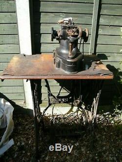 Antique Vintage Industrial Singer 46k49 Fur Glove & Leather Sewing Machine