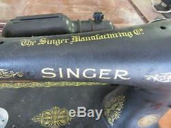 Black Vintage Singer Sewing Machine With No Cabinet AL263409