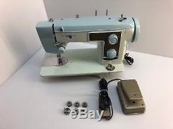 INDUSTRIAL STRENGTH HEAVY DUTY VINTAGE SEWING MACHINE SEW LEATHER with EXTRAS