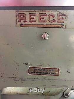 REECE 101, EYELET BUTTONHOLE MACHINE, Keyhole button hole sewing machine 1163