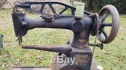 Singer 29-4 Industrial Cylinder Arm Leather Sewing Machine Antique G3857011