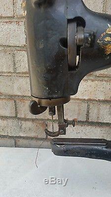 Singer 29-4 Industrial Sewing Machine Leather Cobbler Patcher Antique Tool Vtg