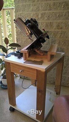 Singer Sewing Machine Fully Serviced. 201-2 Industrial Strength Sews Leather