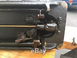 Singer sewing machine commercial/industrial AA924015