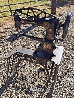 Vintage SINGER 29-4 Industrial Cobbler Leather Patcher TREADLE SEWING MACHINE