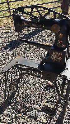 Vintage SINGER 29-4 Industrial Cobbler Leather Patcher TREADLE SEWING MACHINE
